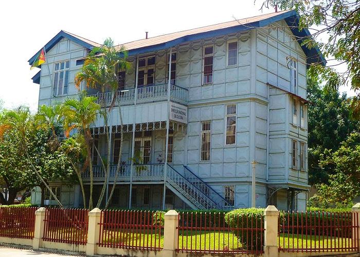Железный дом в Мапуту